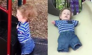 Cậu bé không tay chân chinh phục cầu trượt