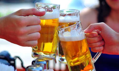 Uống nhiều bia rượu ảnh hưởng cơ bắp đàn ông ra sao?
