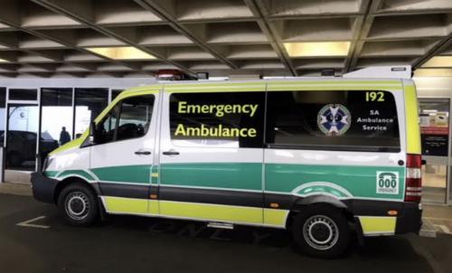 Xe cứu thương Emergency Ambulance đúng nghĩa là xe cấp cứu người bệnh ở ngoài bệnh viện và vận chuyển người bệnh về bệnh viện để điều trị tiếp tại Australia. Ảnh: SYT.