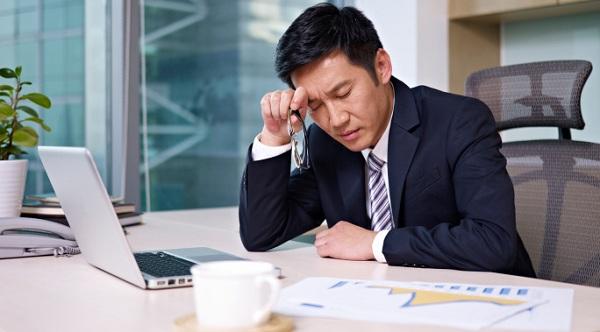 Nam giới lao động trí óc thường dễ rối loạn cương hơn người làm việc chân tay.Ảnh: The Asian Slant