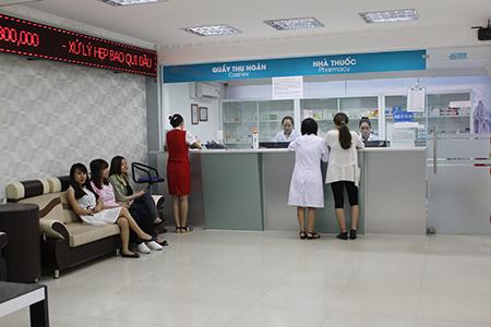 Các phòng khám có bác sĩ Trung Quốc đều khá khang trang, đặt tên tiếng Việt nên đa số bệnh nhân đều không biết. Ảnh: T.L