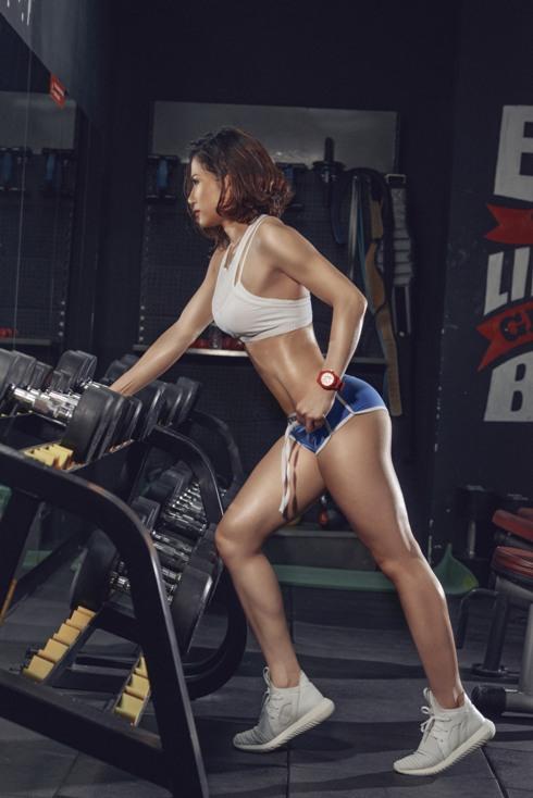 ba-me-hai-con-than-hinh-nong-bong-nho-tap-gym