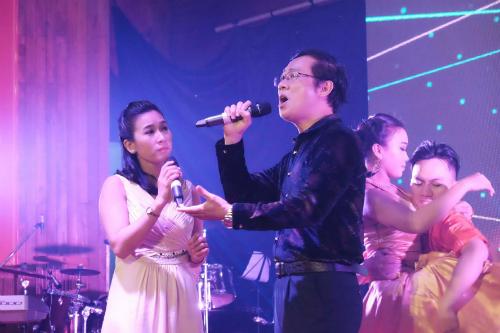 Bác sĩ Bệnh viện Chợ Rẫy tham gia hát trong chương trình. Ảnh: L.P