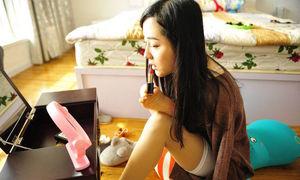 Video cô gái không tay sinh hoạt bằng chân thu hút triệu lượt xem