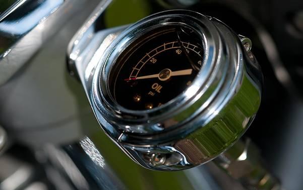 Đồng hồ đo nhiệt độ vàkhối lượng dầu, giúp kiểm soátnhiệt độ dầu bên trong chảo luônduy trìổn định và tự động bổ sung dầu mới.