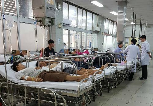 Bệnh nhân cấp cứu tại Bệnh viện Chợ Rẫy. Ảnh: Lê Phương.