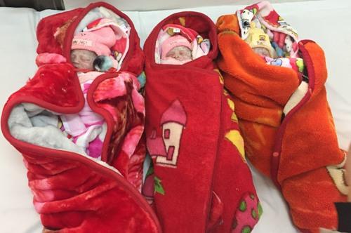 Sản phụ Lạng Sơn sinh ba bé gái do mang thai tự nhiên