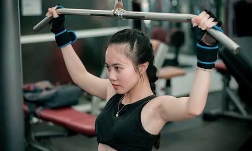 Cô gái Nha Trang thoát nghèo nhờ khổ luyện gym
