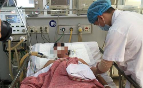 Bệnh nhântrong tình trạng hôn mê do ngộ độc khí CO. Ảnh: M.T