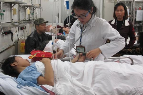 Bệnh nhân Thắm bị vỡ nát xương chậu, khả năng lớn bị vỡ bàng quang. Ảnh: Nam Phương.