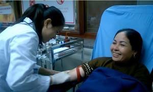 Người phụ nữ Hà Nội đi 20 km trong mưa lạnh tình nguyện hiến máu