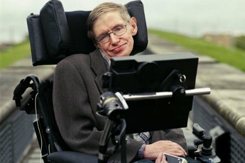 Thiên tài vật lý Stephen Hawking sống chung với căn bệnh quái ác ALS hơn 50 năm. Ảnh:SlashGear.