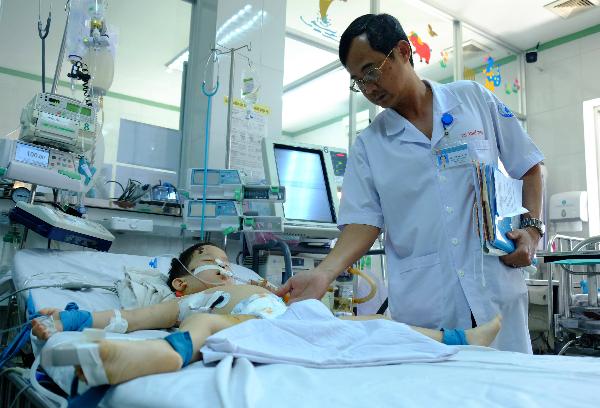 Hai em bé bị chó tấn công gây thương tích nặng