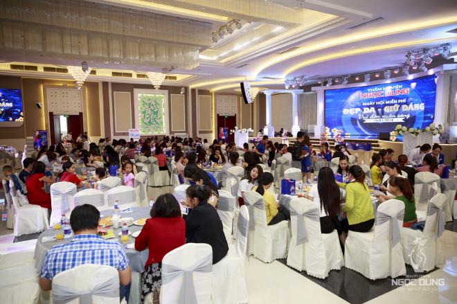 Đẹp da giữ dáng - Vui đón xuân sangvừadiễn ra tại khách sạn Eros Palace Luxury, Biên Hòa. Chương trình thu hút 500 khách mời thân thiết - những người đã đồng hành với Ngọc Dung suốt nhiều năm qua.
