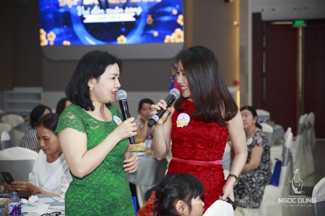 Không khí sôi động hơn khi khách mời tham gia mini game Hỏi nhanh - Đáp đúng và nhận các phần quà trị giá 1,5-3 triệu đồng.