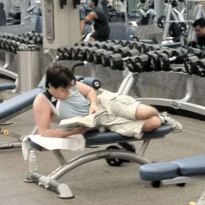 Người ta làm gì ở phòng tập gym?