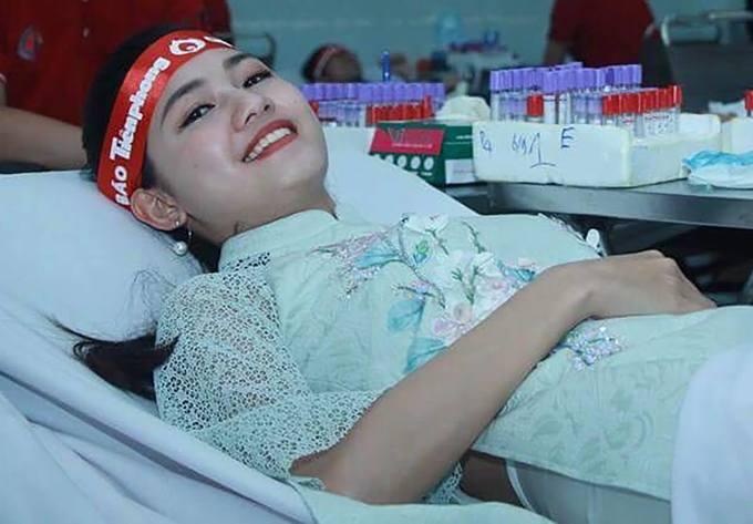 Hoa hậu Ngọc Hân, Á hậu Thanh Tú hiến máu ngày Chủ nhật Đỏ