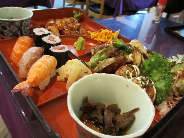 Người Nhật Bản chỉ ăn 70% bữa ăn nếu muốn giảm cân. Ảnh: Boldsky.
