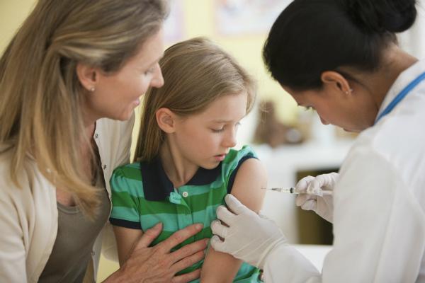 Tiêm văcxin ngừa virus HPV là biện pháp đơn giản và hiệu quả phòng ung thư cổ tử cung. Ảnh: She Knows