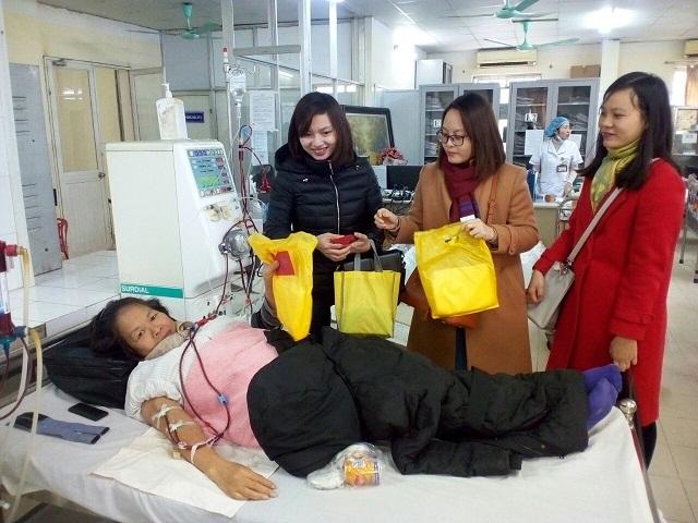 Bệnh nhân điều trịnội trú tại Bạch Mai được miễn phí suất ăn trong ngày Tết. Ảnh: B.V