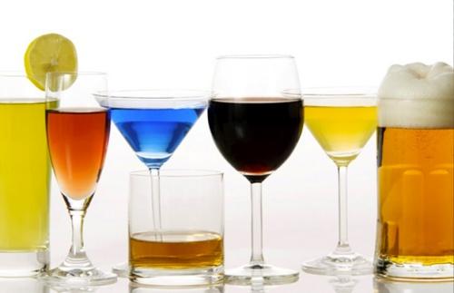 Uống quá nhiều rượu hay bia đều có hại với cơ thể. Ảnh: H.M.