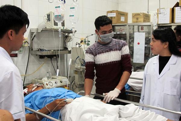 Bệnh viện Việt Đức 'vỡ trận' cấp cứu ngày 30 Tết