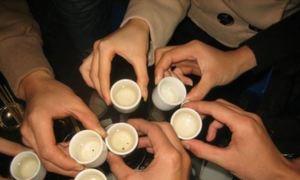 Thói ép rượu của người Việt vừa hại sức khỏe lại tăng tai nạn ngày Tết