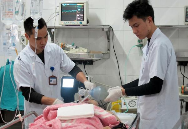 Bệnh nhân 25 tuổi, ở Hà Nam được chuyển đến Bệnh viện Việt Đức cấp cứu sáng mùng 5 Tết. Ảnh: Nam Phương.