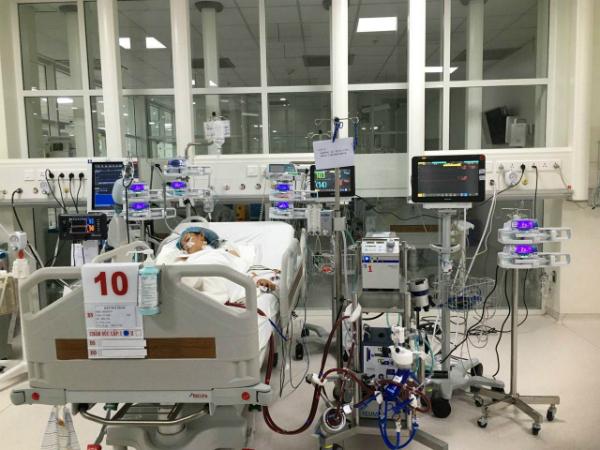 Bác sĩ xuyên Tết giành giật mạng sống một thiếu nữ