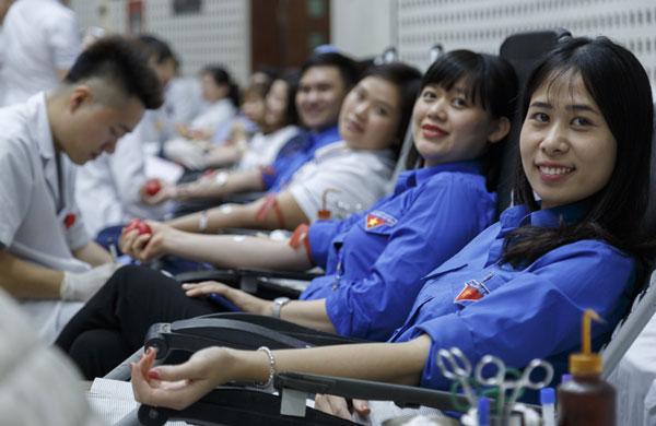 1.000 nhân viên y tế hiến máu đầu xuân
