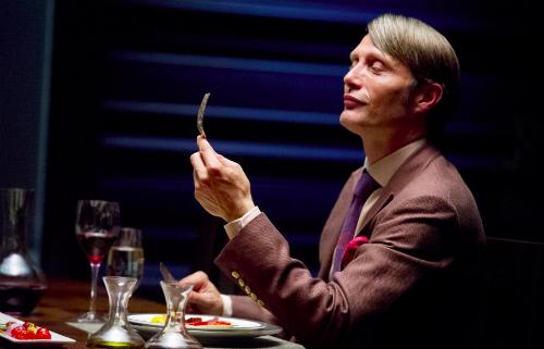 Diễn viên Mads Mikkelsen trong vai Hannibal Lecter, sát nhân bị cho làrối loạn nhân cách. Ảnh:indiewire.