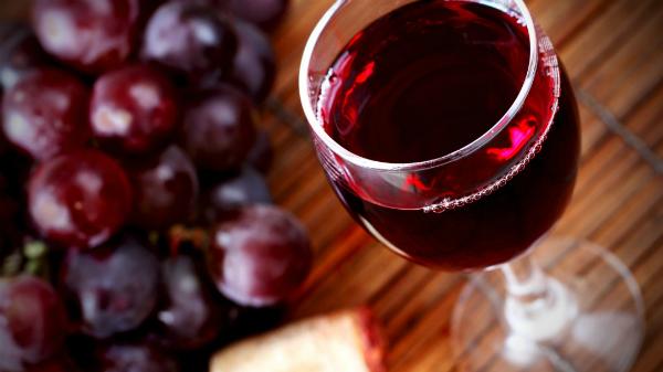 Uống rượu vang đỏ giúp ngừa sâu răng