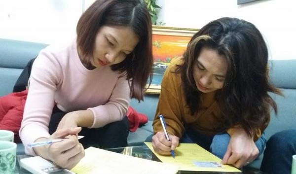 Chị Nguyễn Thị Thìn (bên phải) đăng ký hiến mô, tạng sau khi chế, chết não. Ảnh: Trung tâm điều phối quốc gia về ghép bộ phận cơ thể người.