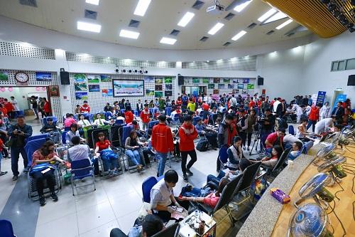 Tính đến trưa ngày 11/3, chương trình hiến máu cứu người đã nhận được hơn 5.700 đơn vị máu từ 10.000 lượt người hiến tặng.