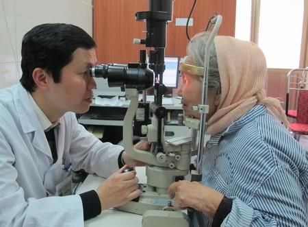 Nhiều người dễ bị mù lòa vì lạm dụng thuốc nhỏ mắt chứa corticoid. Ảnh: N.P.