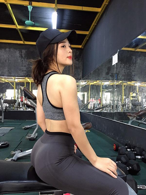 Cô gái có vóc dáng nóng bỏng nhờ khổ luyện gym