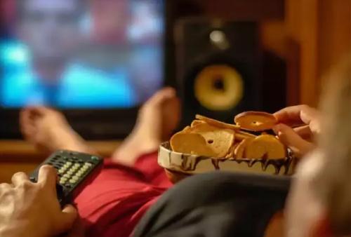 Lười vận động, ăn thực phẩm nhiều đường, thịt chế biến sẵn không tốt cho sức khỏe. Ảnh: E.T.