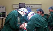 Nối xương để cứu cánh tay cho thiếu nữ 16 tuổi ung thư
