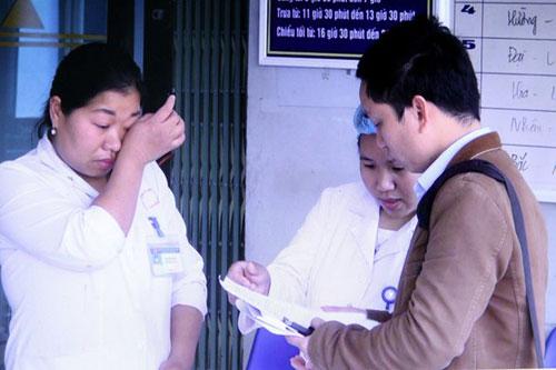 Nhiều cán bộ công tác lâu năm trong ngành y tế Lai Châu tham gia kỳ thi xét tuyển viên chức nhưng không đạt. Ảnh: TTXVN.