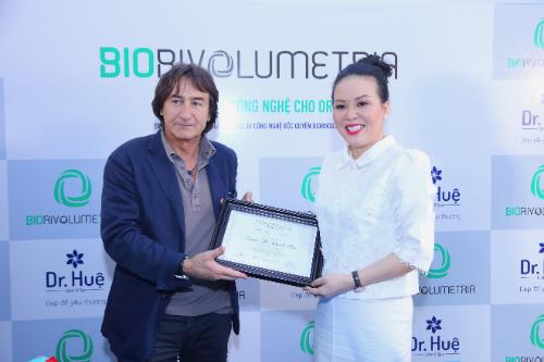 DR Huệ nhận chuyển giao công nghệ trẻ hóa làn da Biorivolumetria của Italy - 4