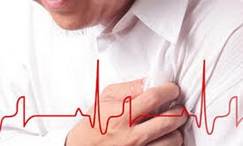 Nam y tá tự cứu sống mình trong cơn nhồi máu cơ tim