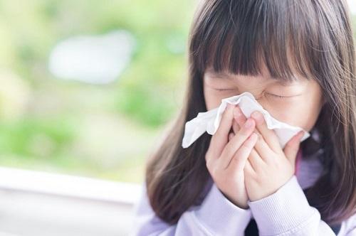Ô nhiễm không khí trong nhà có thể gây radị ứng, hen suyễn....Sử dụng công nghệ lọc không khí tiên tiến là một trong những giải pháp ngăn ngừa.