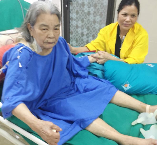 Bệnh nhân cao tuổi đang được điều trị ở bệnh viện.Ảnh: Bệnh viện cung cấp.
