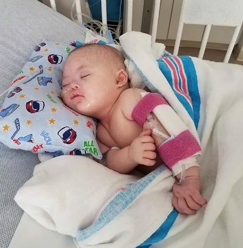 Grace phải hóa trị ung thư khi mới hai ngày tuổi. Ảnh: People.