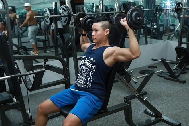 Cô gái khổ luyện gym để thay đổi ngoại hình thành chuẩn men