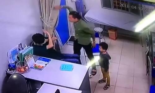 Bệnh viện Xanh Pôn: Bác sĩ Chiến đang giải thích cho bệnh nhân thì bị đánh