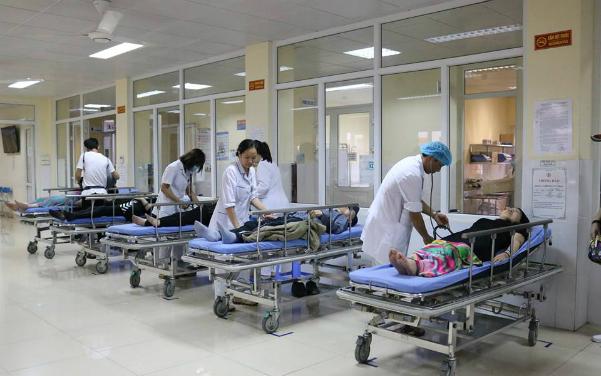 12 du khách Trung Quốc bị ngộ độc thức ăn