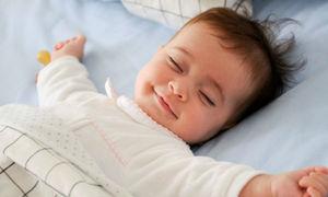 Em bé say ngủ khi được massage thu hút triệu lượt xem
