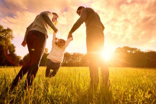 Lấy vợ, sinh con giúp đàn ông sống lâu. Ảnh: NYP.