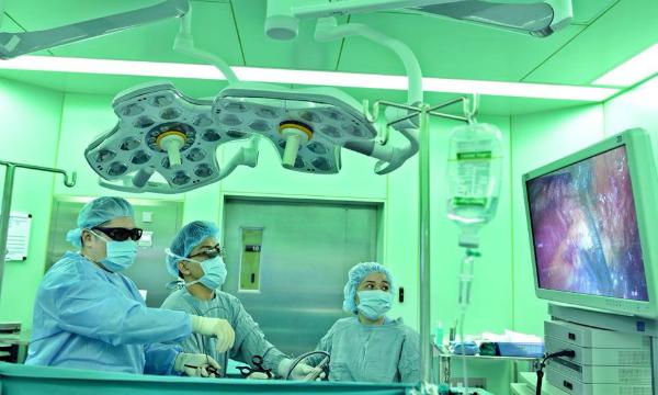 Nội soi 3D giúp bỏ khối nang thận. Ảnh: N.P
